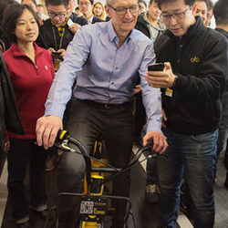 Apple CEO Cook In Town To Entice Mobile APP Developers